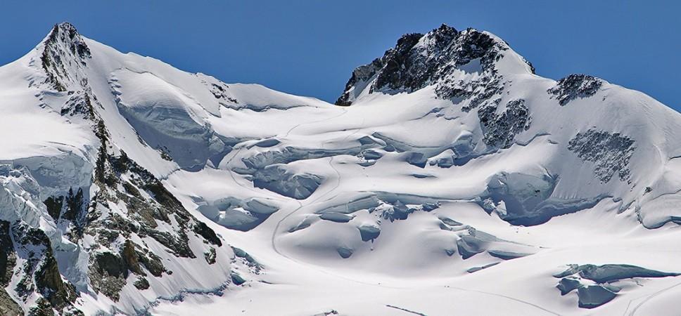 http://www.x-alptours.at/wp-content/uploads/2014/03/Dufourspitze-mit-Bergfuehrer-1-968x450.jpg