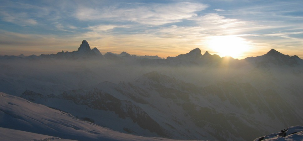 http://www.x-alptours.at/wp-content/uploads/2014/03/Matterhorn-Hoernligrat-mit-Bergfuehrer-1-968x450.jpg