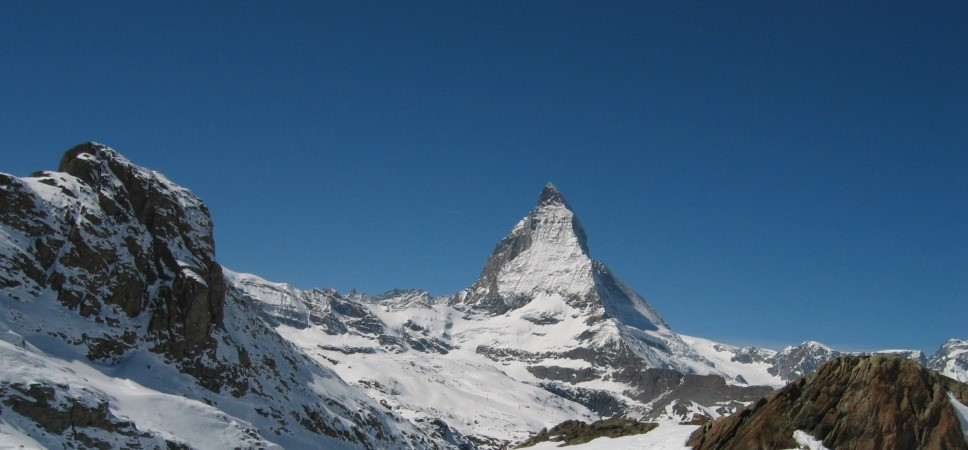 http://www.x-alptours.at/wp-content/uploads/2014/03/Matterhorn-Hoernligrat-mit-Bergfuehrer-2-968x450.jpg