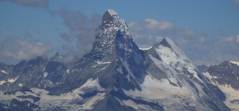 http://www.x-alptours.at/wp-content/uploads/2014/03/Matterhorn-Hoernligrat-mit-Bergfuehrer-4-968x450.jpg