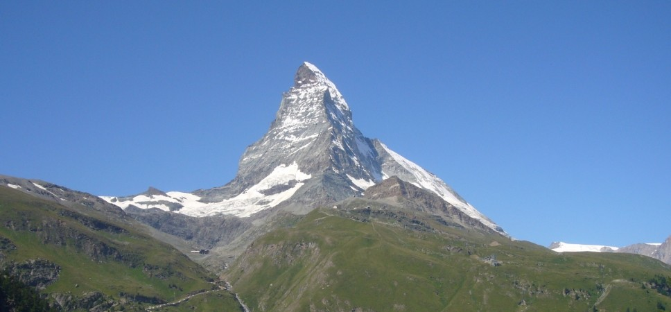 http://www.x-alptours.at/wp-content/uploads/2014/03/Matterhorn-Hoernligrat-mit-Bergfuehrer-5-968x450.jpg