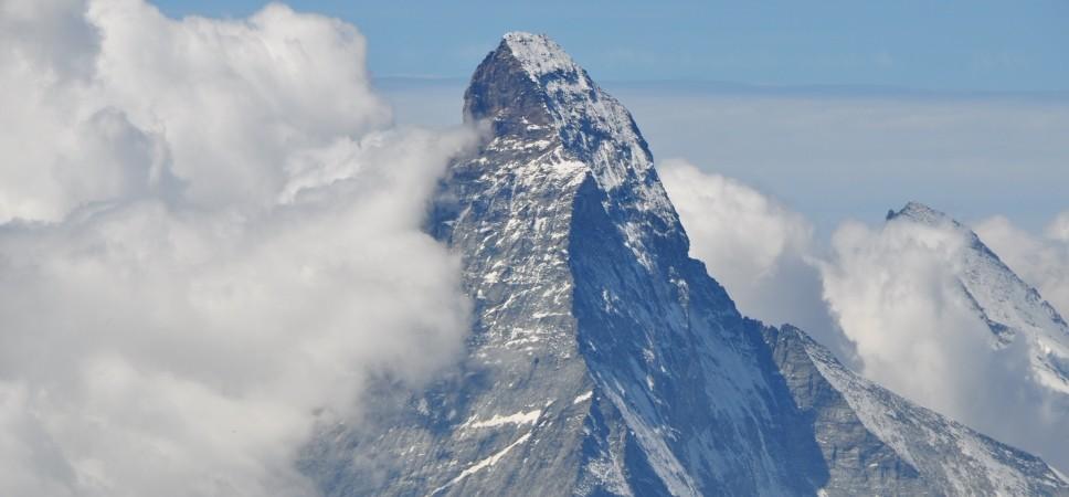 http://www.x-alptours.at/wp-content/uploads/2014/03/Matterhorn-Hoernligrat-mit-Bergfuehrer-6-968x450.jpg