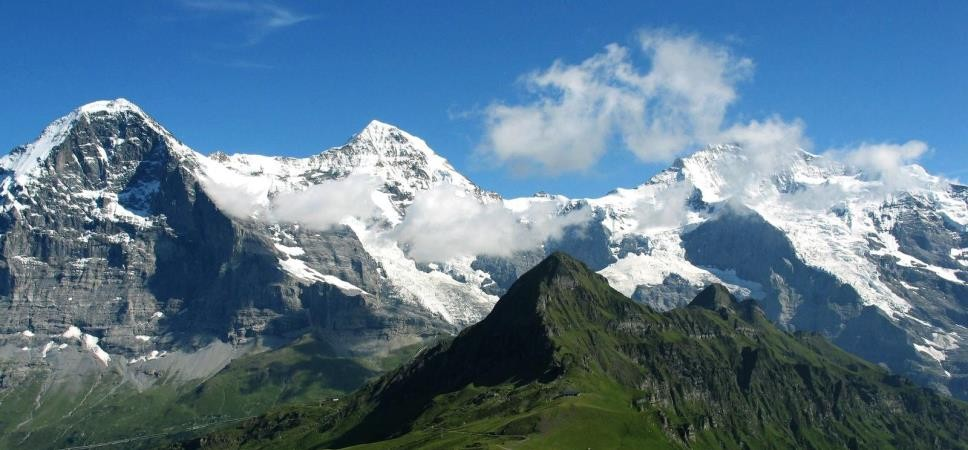 http://www.x-alptours.at/wp-content/uploads/2014/03/Moench-Jungfrau-mit-Bergfuehrer-1-968x450.jpg
