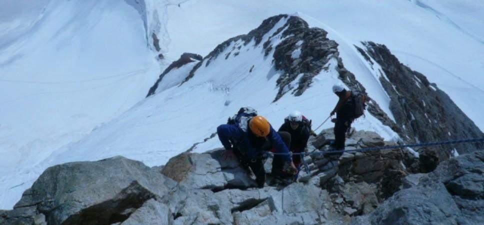 http://www.x-alptours.at/wp-content/uploads/2014/03/Moench-Jungfrau-mit-Bergfuehrer-3-968x450.jpg