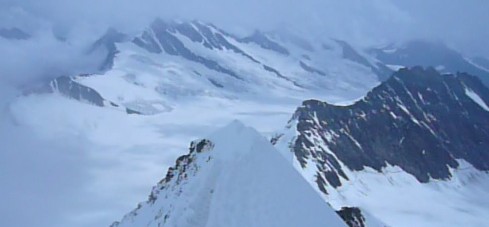 http://www.x-alptours.at/wp-content/uploads/2014/03/Moench-Jungfrau-mit-Bergfuehrer-4-968x450.jpg