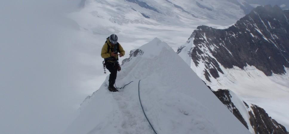 http://www.x-alptours.at/wp-content/uploads/2014/03/Moench-Jungfrau-mit-Bergfuehrer-6-968x450.jpg