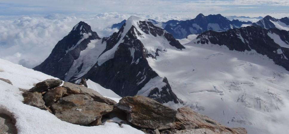 http://www.x-alptours.at/wp-content/uploads/2014/03/Moench-Jungfrau-mit-Bergfuehrer-8-968x450.jpg