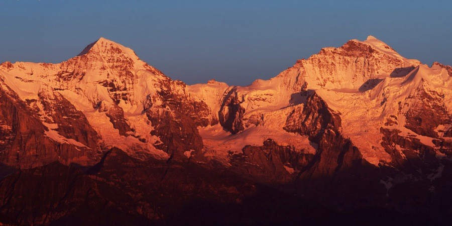 http://www.x-alptours.at/wp-content/uploads/2014/03/Moench-Jungfrau-mit-Bergfuehrer-9-900x450.jpg