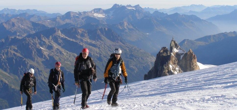 http://www.x-alptours.at/wp-content/uploads/2014/03/Mont-Blanc-mit-Bergfuehrer-12-968x450.jpg