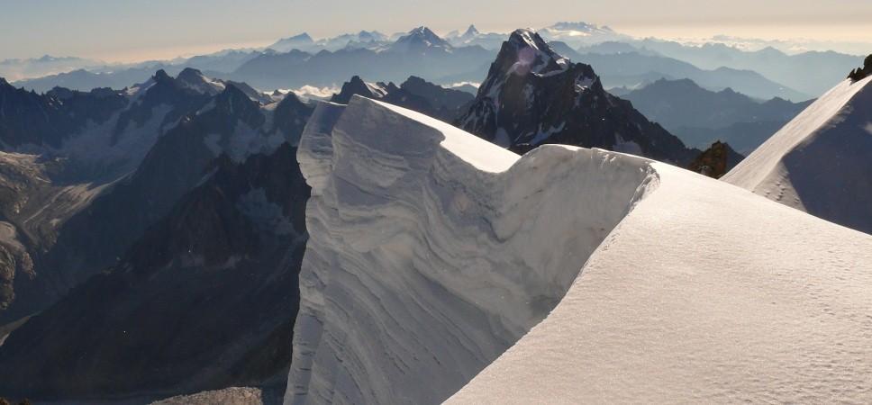 http://www.x-alptours.at/wp-content/uploads/2014/03/Mont-Blanc-mit-Bergfuehrer-2-968x450.jpg