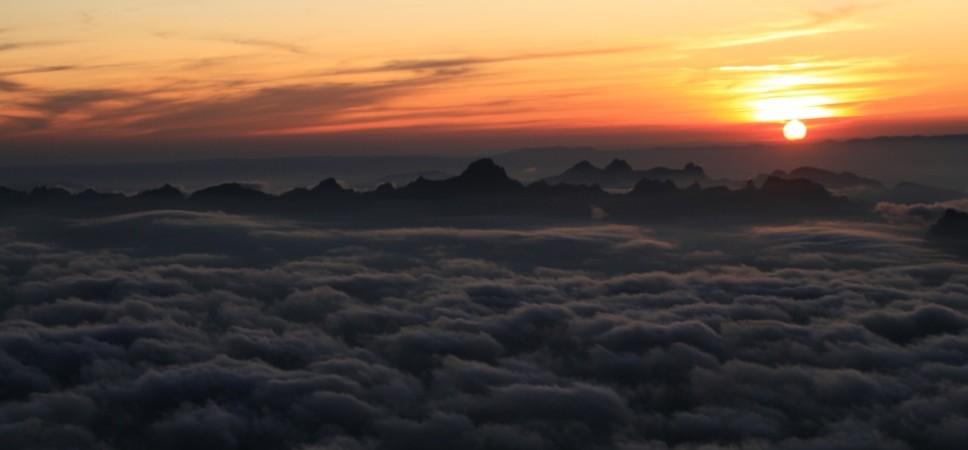 http://www.x-alptours.at/wp-content/uploads/2014/03/Mont-Blanc-mit-Bergfuehrer-21-968x450.jpg