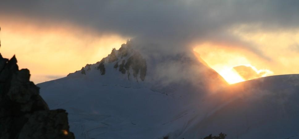 http://www.x-alptours.at/wp-content/uploads/2014/03/Mont-Blanc-mit-Bergfuehrer-8-968x450.jpg