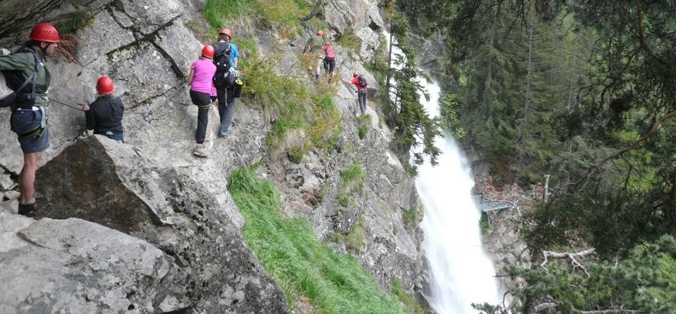 http://www.x-alptours.at/wp-content/uploads/2014/03/Stuibenfall-Klettersteig-mit-Bergfuehrer-9-968x450.jpg