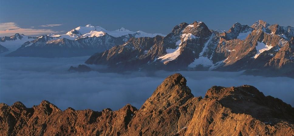 http://www.x-alptours.at/wp-content/uploads/2014/03/Wildspitze-mit-Bergfuehrer1-968x450.jpg