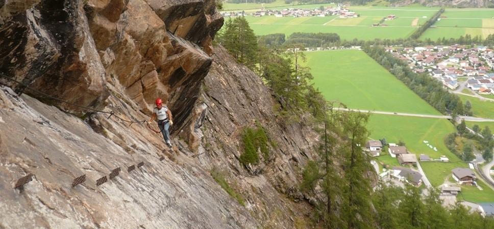 http://www.x-alptours.at/wp-content/uploads/2014/04/Lehner-Wasserfall-Klettersteig-mit-Bergfuehrer-4-968x450.jpg