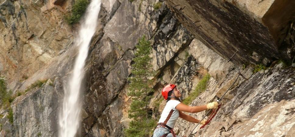 http://www.x-alptours.at/wp-content/uploads/2014/04/Lehner-Wasserfall-Klettersteig-mit-Bergfuehrer-8-968x450.jpg
