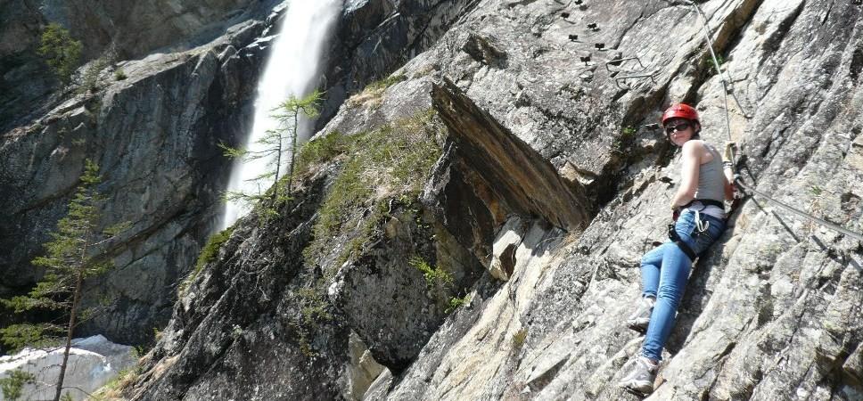 http://www.x-alptours.at/wp-content/uploads/2015/01/Lehner-Wasserfall-Klettersteig-mit-Bergfuehrer-11-968x450.jpg