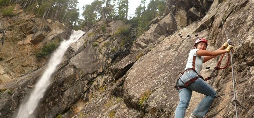http://www.x-alptours.at/wp-content/uploads/2015/01/Lehner-Wasserfall-Klettersteig-mit-Bergfuehrer-13-968x450.jpg