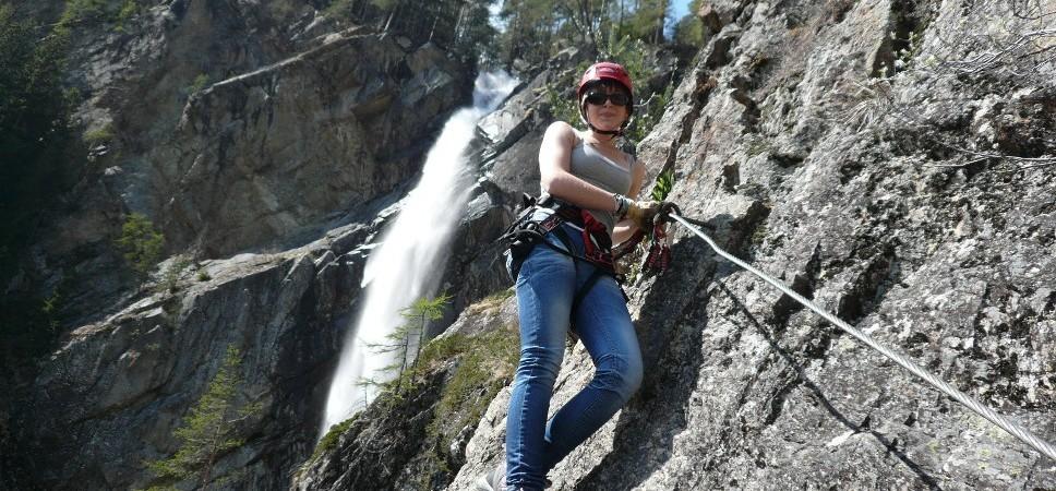 http://www.x-alptours.at/wp-content/uploads/2015/01/Lehner-Wasserfall-Klettersteig-mit-Bergfuehrer-16-968x450.jpg