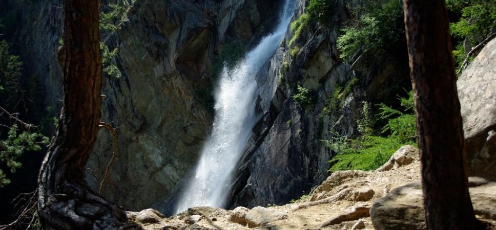 http://www.x-alptours.at/wp-content/uploads/2015/01/Lehner-Wasserfall-Klettersteig-mit-Bergfuehrer-17-968x450.jpg