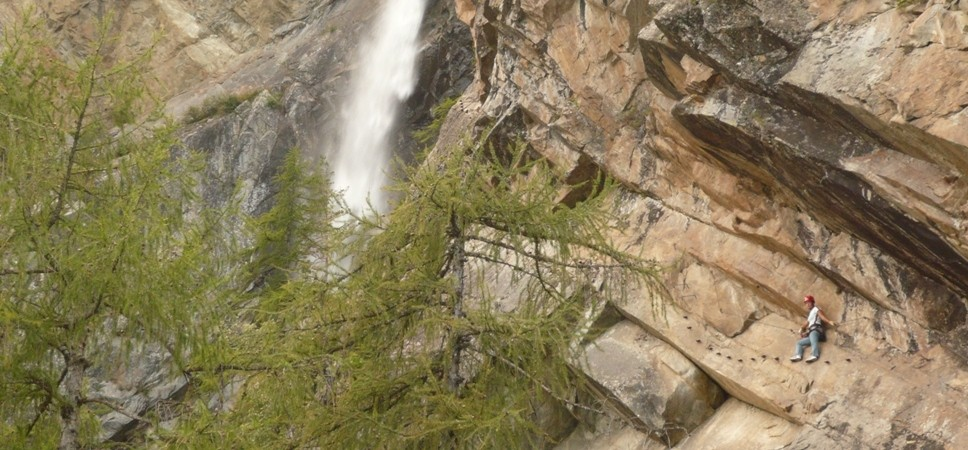 http://www.x-alptours.at/wp-content/uploads/2015/01/Lehner-Wasserfall-Klettersteig-mit-Bergfuehrer-8-968x450.jpg